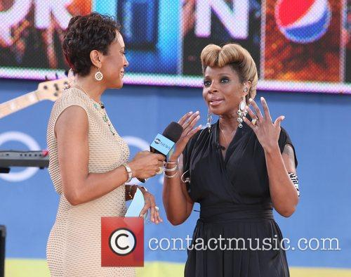 Robin Roberts and Mary J Blige 4
