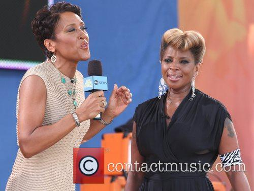 Robin Roberts and Mary J Blige 5