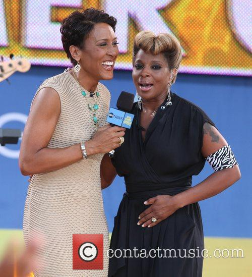 Robin Roberts and Mary J Blige 6