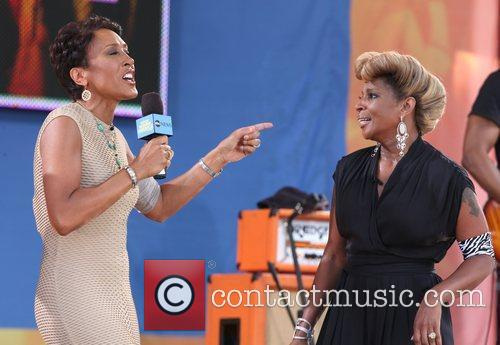 Robin Roberts and Mary J Blige 7