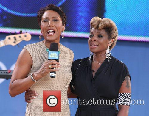 Robin Roberts and Mary J Blige 8
