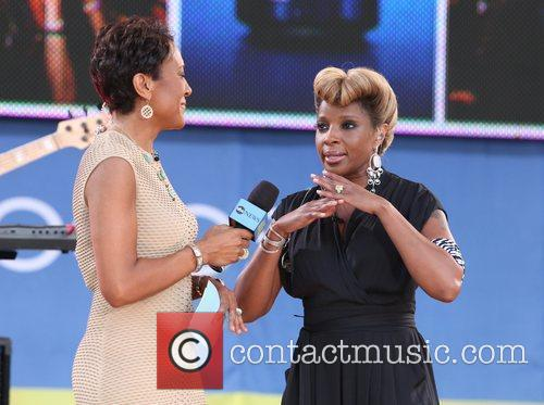 Robin Roberts and Mary J Blige 9