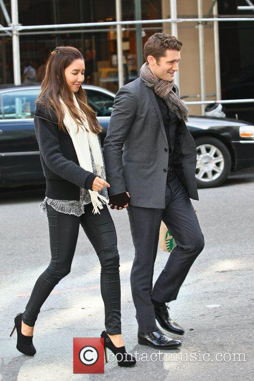 matthew morrison walking with his girlfriend after 5934785