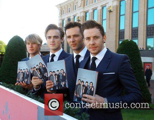 Dougie Poynter, Tom Fletcher, Harry Judd and Danny Jones 4