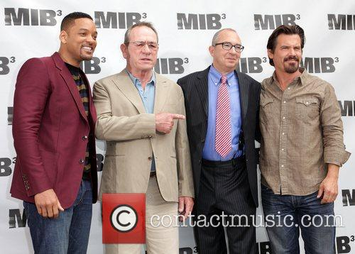 Will Smith, Barry Sonnenfeld, Josh Brolin and Tommy Lee Jones 4