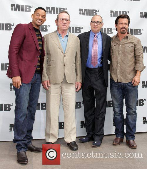 Will Smith, Barry Sonnenfeld, Josh Brolin and Tommy Lee Jones 5