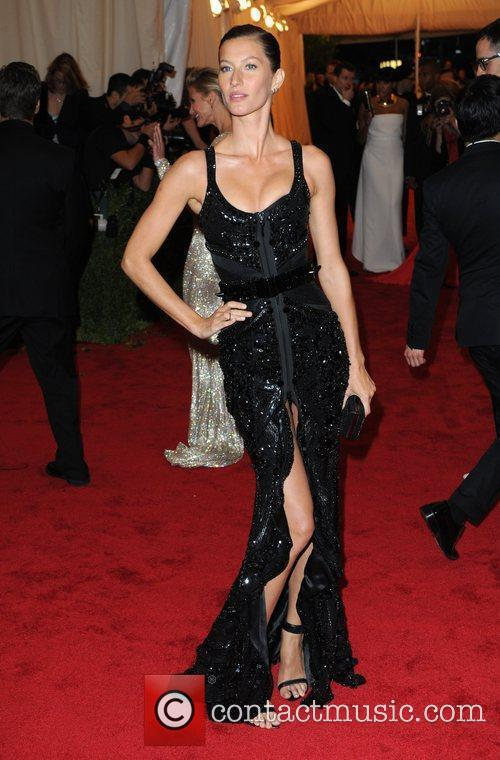 Gisele Bundchen and Metropolitan Museum Of Art 4