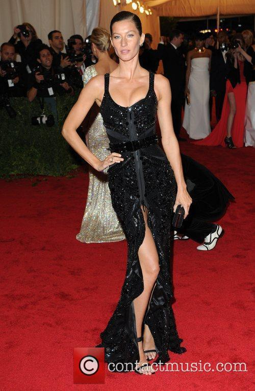 Gisele Bundchen and Metropolitan Museum Of Art 5