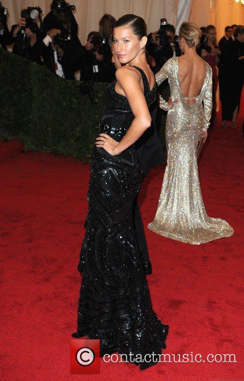 Gisele Bundchen and Metropolitan Museum Of Art 6