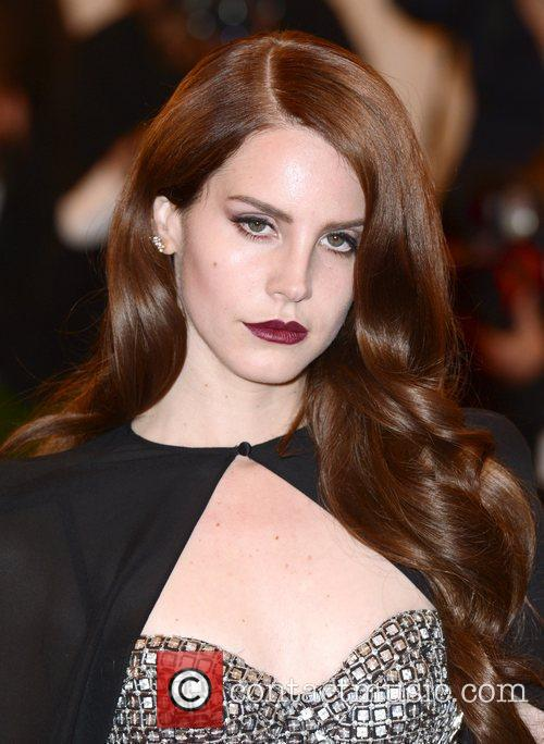 Lana Del Rey and Metropolitan Museum Of Art 1