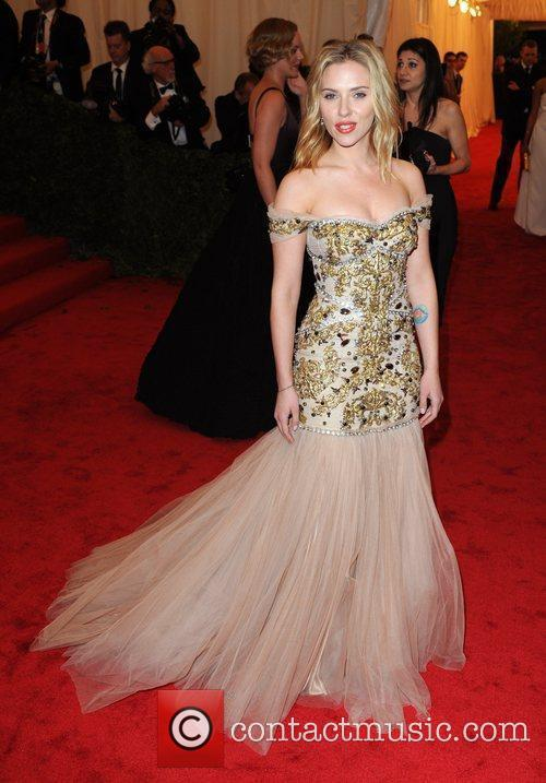 Scarlett Johansson and Metropolitan Museum Of Art 2