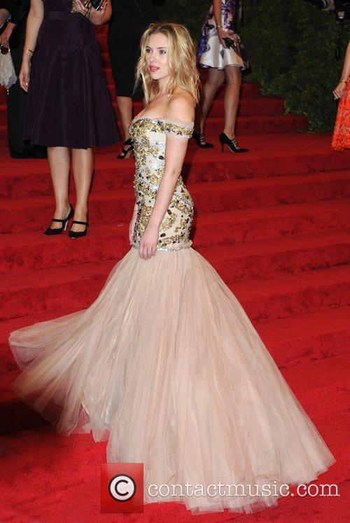 Scarlett Johansson and Metropolitan Museum Of Art 4