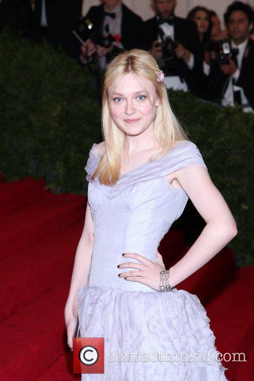 Dakota Fanning and Metropolitan Museum Of Art 3