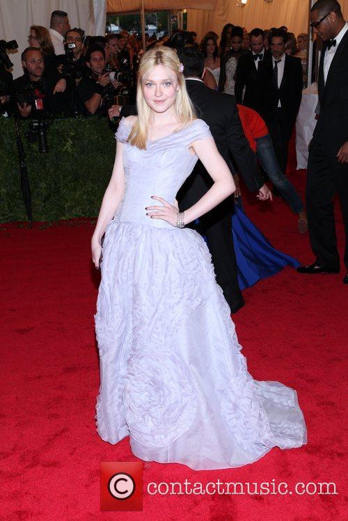Dakota Fanning and Metropolitan Museum Of Art 4