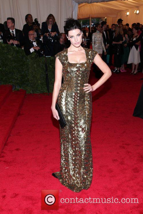 Jessica Pare and Metropolitan Museum Of Art 2