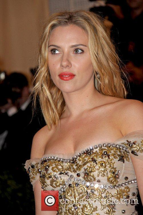Scarlett Johansson and Metropolitan Museum Of Art 7
