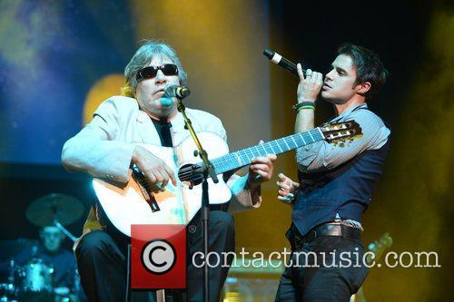 Jose Feliciano and Kris Allen 3