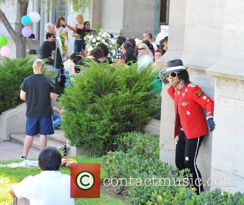 Fans visit Michael Jackson's tomb at Forest Lawn...
