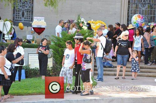 fans visit michael jacksons tomb at forest 4051206