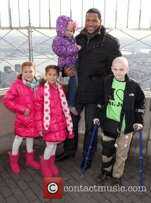 Michael Strahan along with patients from St. Jude...