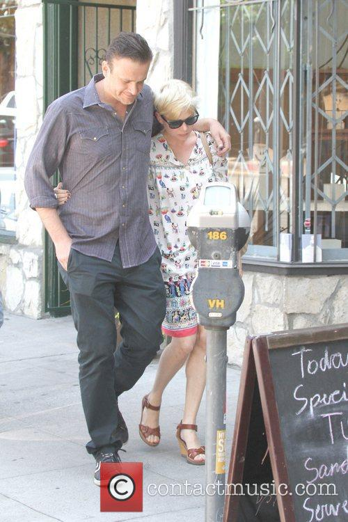Jason Segel and Michelle Williams 7