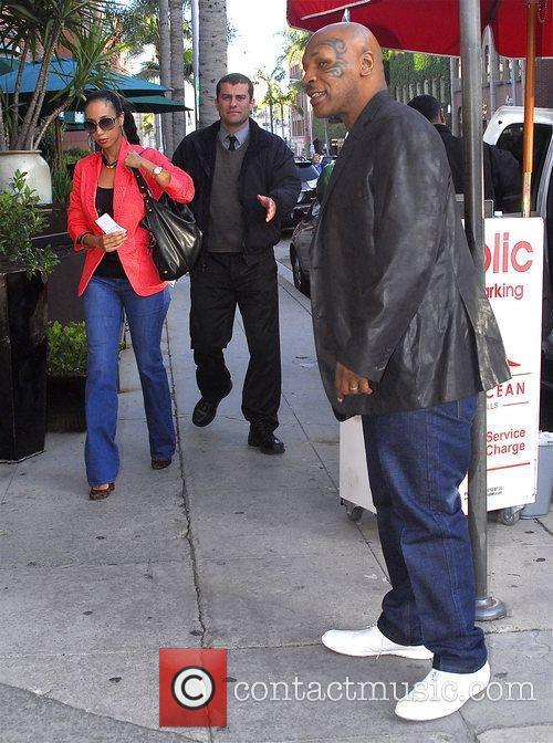 Arrives at Crustacean restaurant in Beverly Hills