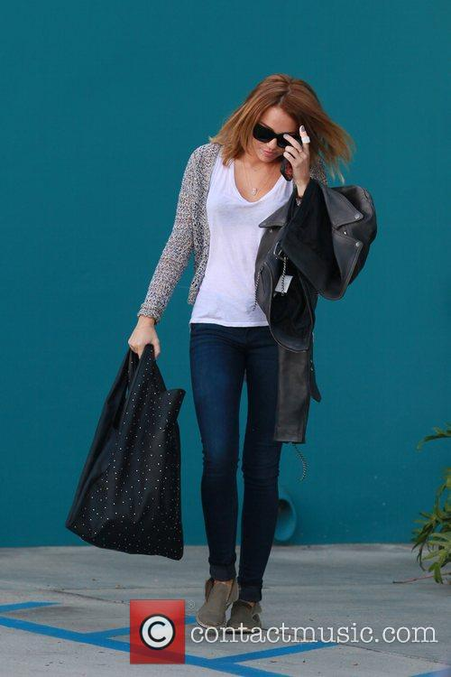 miley cyrus exits her pilates class los 5832403
