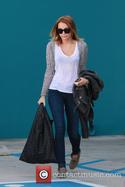 miley cyrus exits her pilates class los 5832406