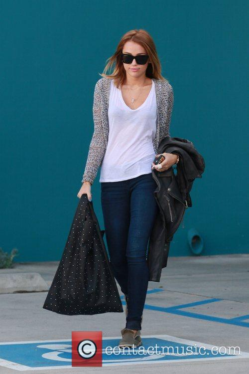 miley cyrus exits her pilates class los 5832408