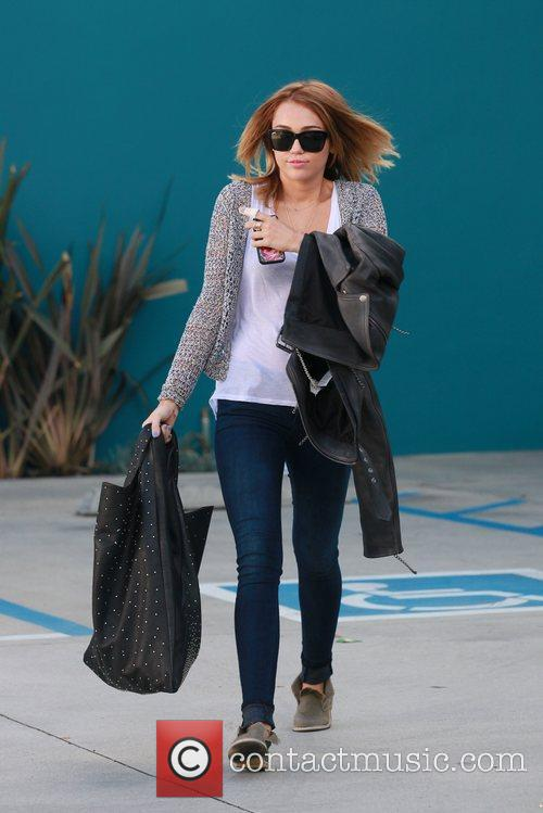miley cyrus exits her pilates class los 5832415