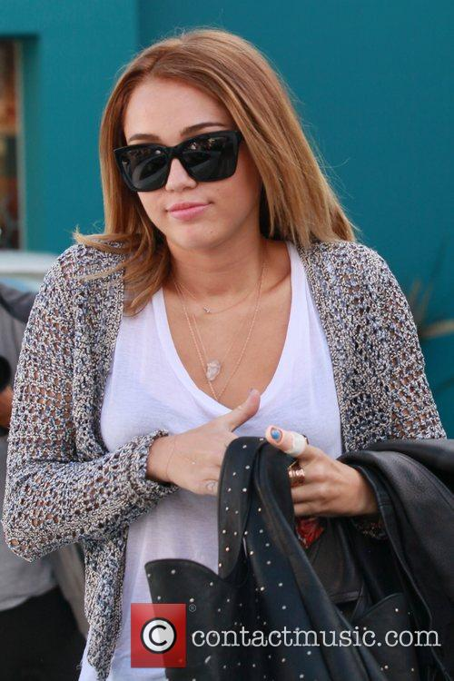 miley cyrus exits her pilates class los 5832426