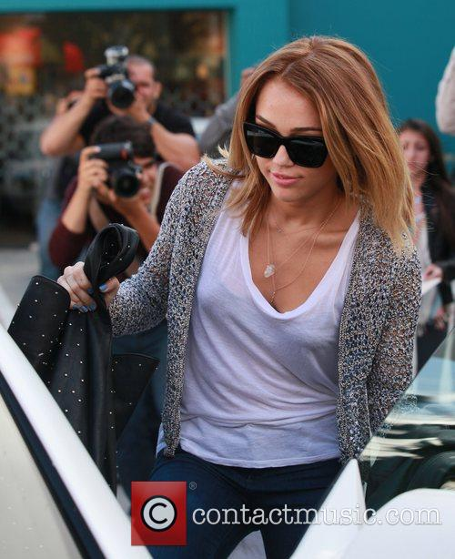 miley cyrus exits her pilates class los 5832433
