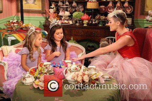 Miley Cyrus, Sophia Grace, Rosie and Tea Time 1