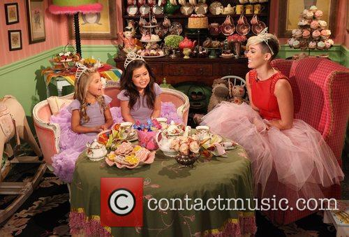 Miley Cyrus, Sophia Grace, Rosie and Tea Time 2
