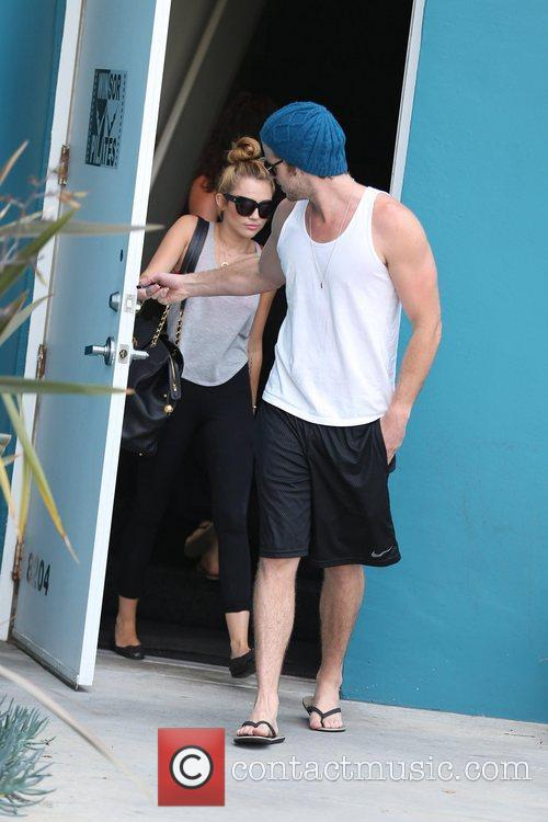 Miley Cyrus and Liam Hemsworth 4