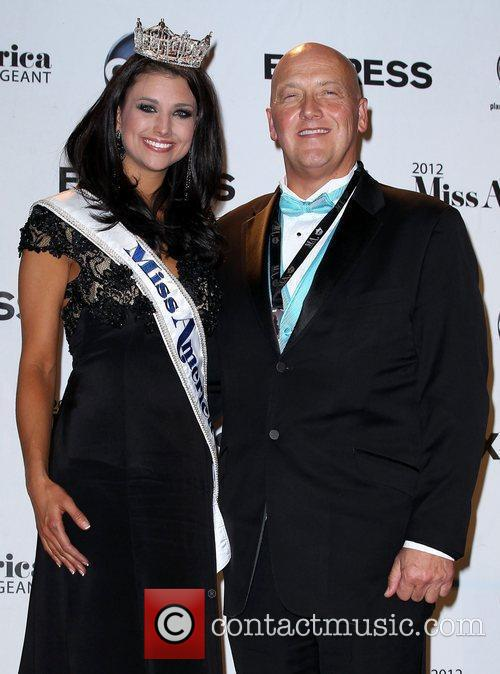 Laura Kaeppeler 2012 Miss America and her father...