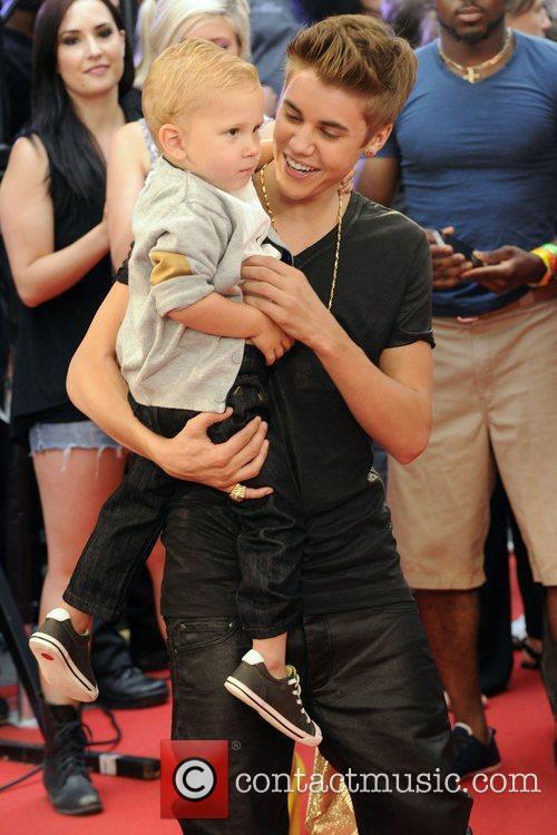 Jaxon Bieber and Justin Bieber  MMVA 2012...