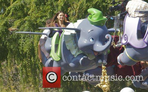 Sofia Vergara and Disneyland 8