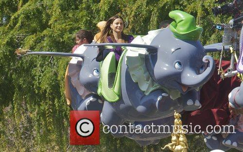 Sofia Vergara and Disneyland 9