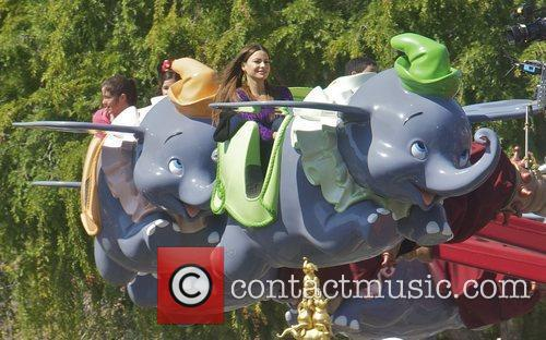 Sofia Vergara and Disneyland 11