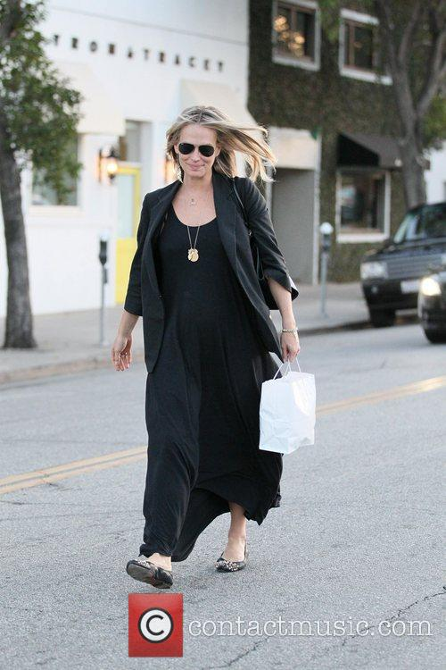 A very pregnant Molly Sims exits Byron Tracey...