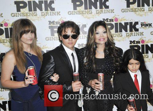 Paris Jackson, Prince Jackson, La Toya Jackson and Blanket Jackson 11
