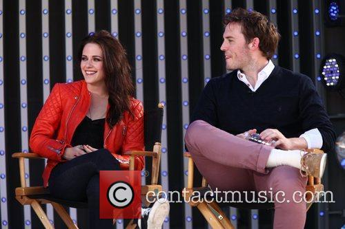 Kristen Stewart and Sam Claflin 5