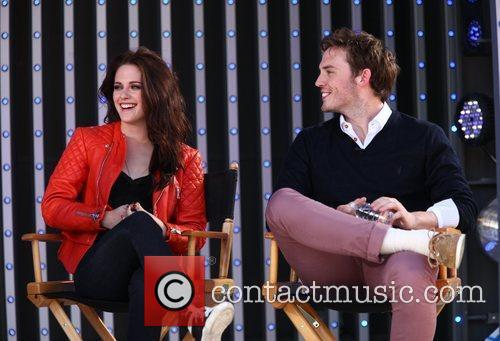 Kristen Stewart and Sam Claflin 6
