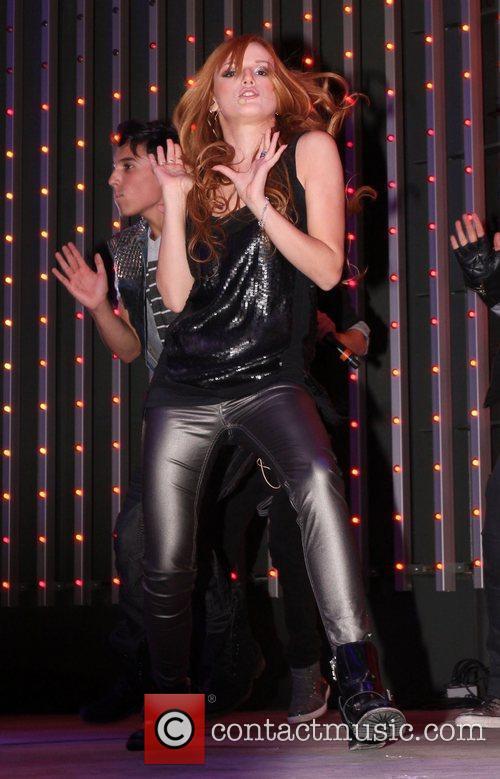 Bella Thorne 9
