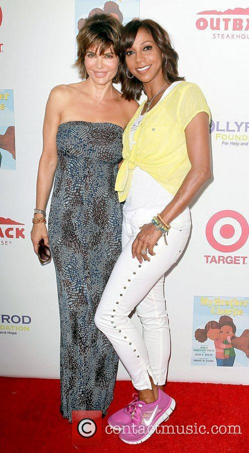 Lisa Rinna and Holly Robinson Peete 5