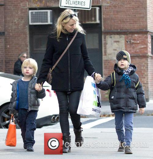 naomi watts walking with her sons samuel 20008687