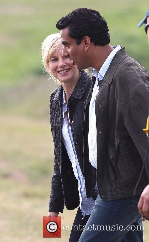 Naomi Watts and Naveen Andrews 5