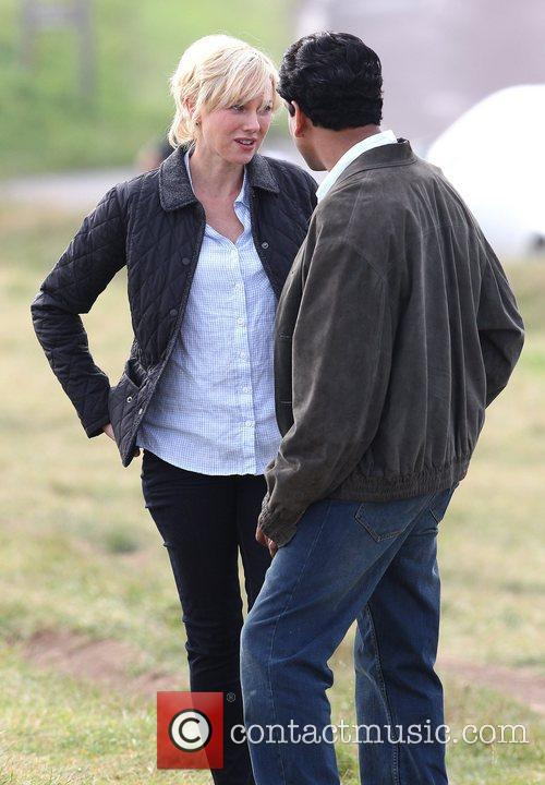Naomi Watts and Naveen Andrews 10
