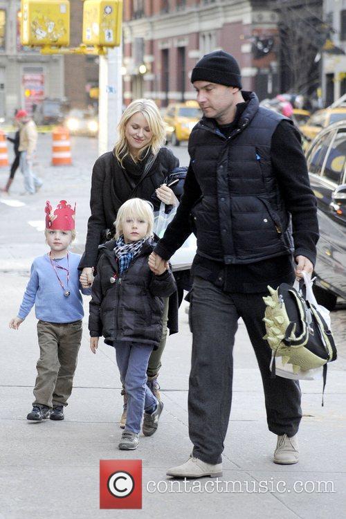 Naomi Watts, Liev Schreiber, Alexander and Samuel 8